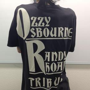 ShinnojiはロックTシャツを着ると仕事の速度が2倍になります。