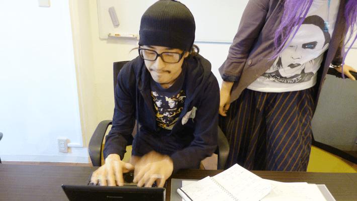 こいつは仕事しているのか? by Shinoji