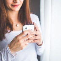 忙しい彼氏への連絡は控えるべき? 正しい頻度と内容は?