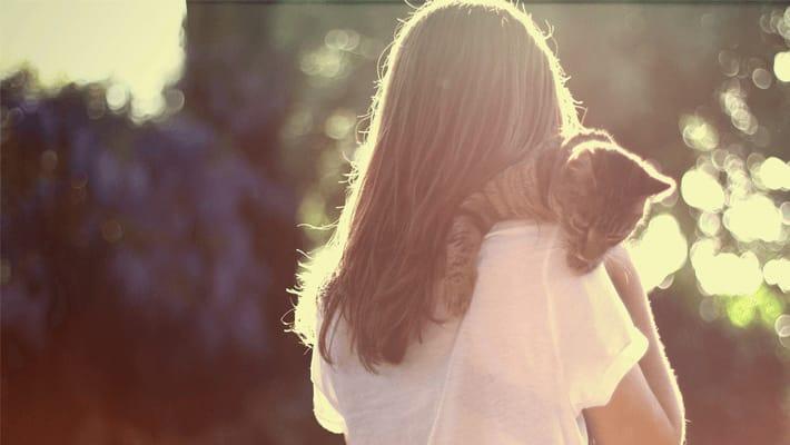 甘え上手で愛される! 犬系女子の特徴