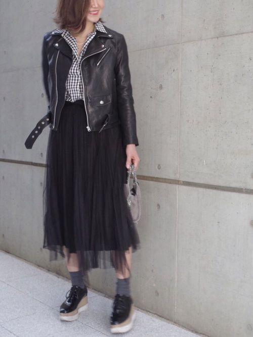 ハードなスタイルにチュールスカート