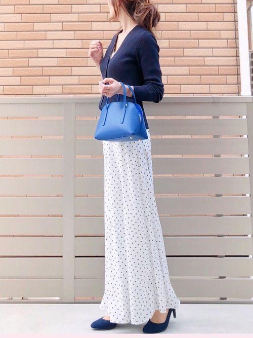 白のドットスカートをシンプルだけど着こなし