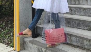 大流行のPVCバッグ。おしゃれに見せるコーデを紹介します!