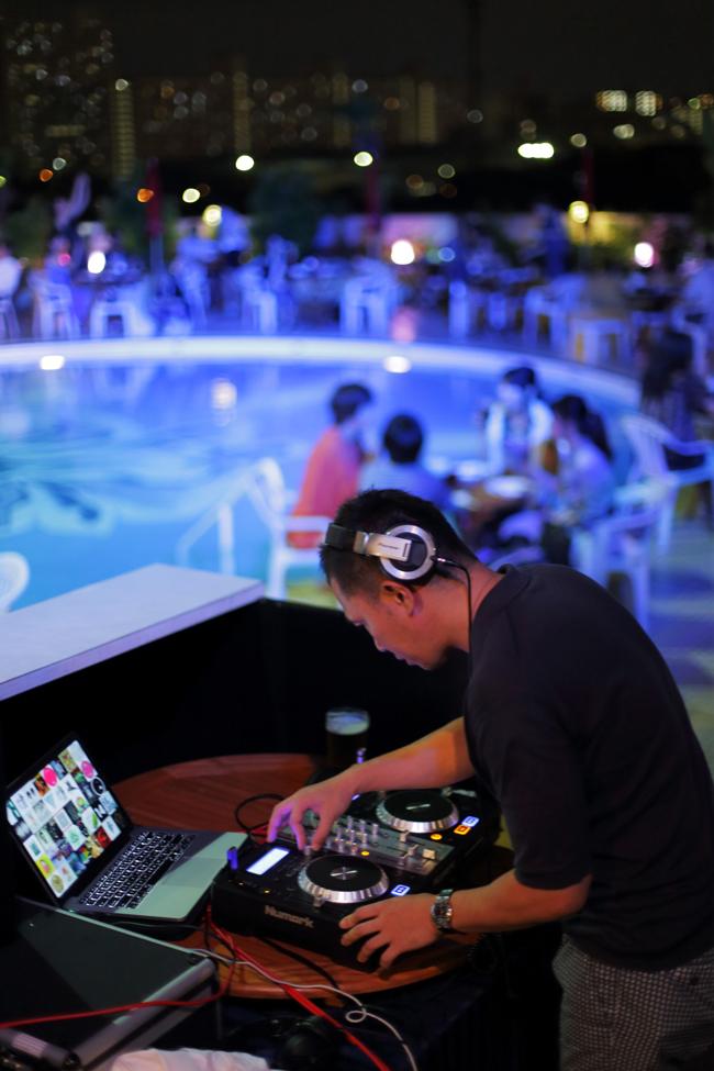 DJによるパフォーマンス