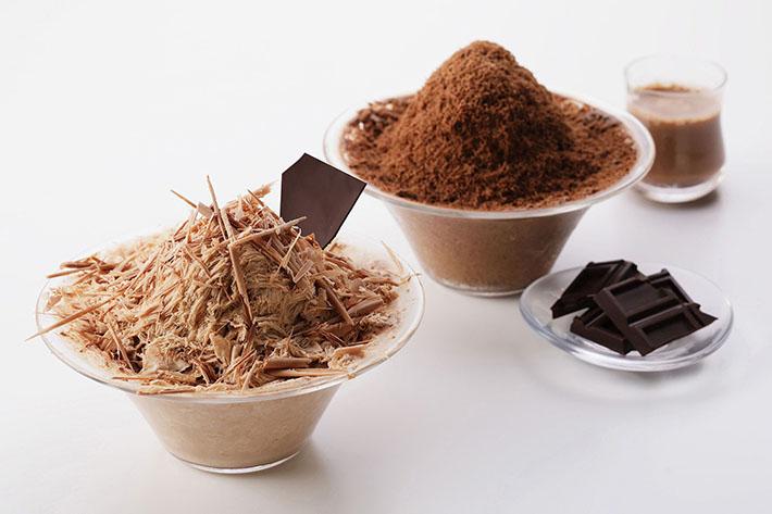 チョコを削ってかける新感覚かき氷と、もこもこパフェソフトが新登場!