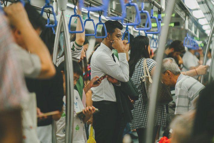 電車で会う気になる人への自然なアプローチ方法