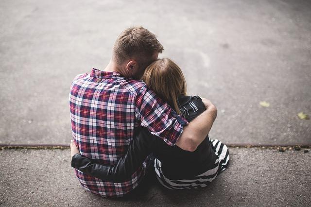 どうしても不安…彼氏の携帯を見てしまいたくなった時どうしてる?
