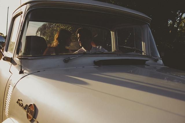 気遣い上手な女性に学ぶ、ドライブデートのマナーとは?
