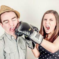 彼氏が「他の女の話」をするのが許せない時の対処法