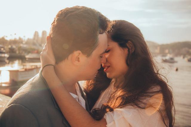 恋人にキスをするベストなタイミングと成功テクニック