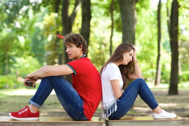 彼氏がいる男女グループにイライラする、どうすればいい?