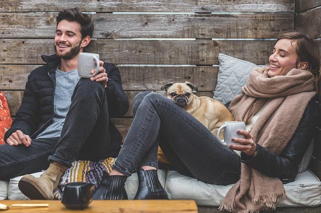 沈黙が続いて気まずい…男性との会話を弾ませる方法7選