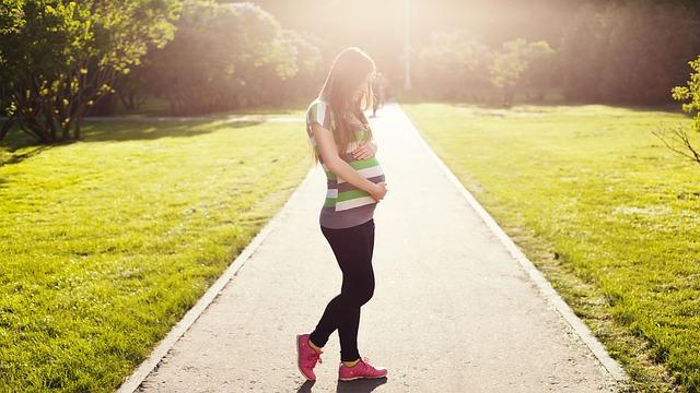 未婚での妊娠に気づいたら…考えるべきことと選択肢まとめ